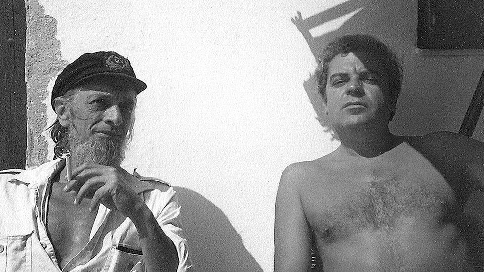 El editor y poeta Carlos Barral y el escritor Juan Marsé, en una imagen tomada en 1979, en una fotografía cortesía de la familia Barral.