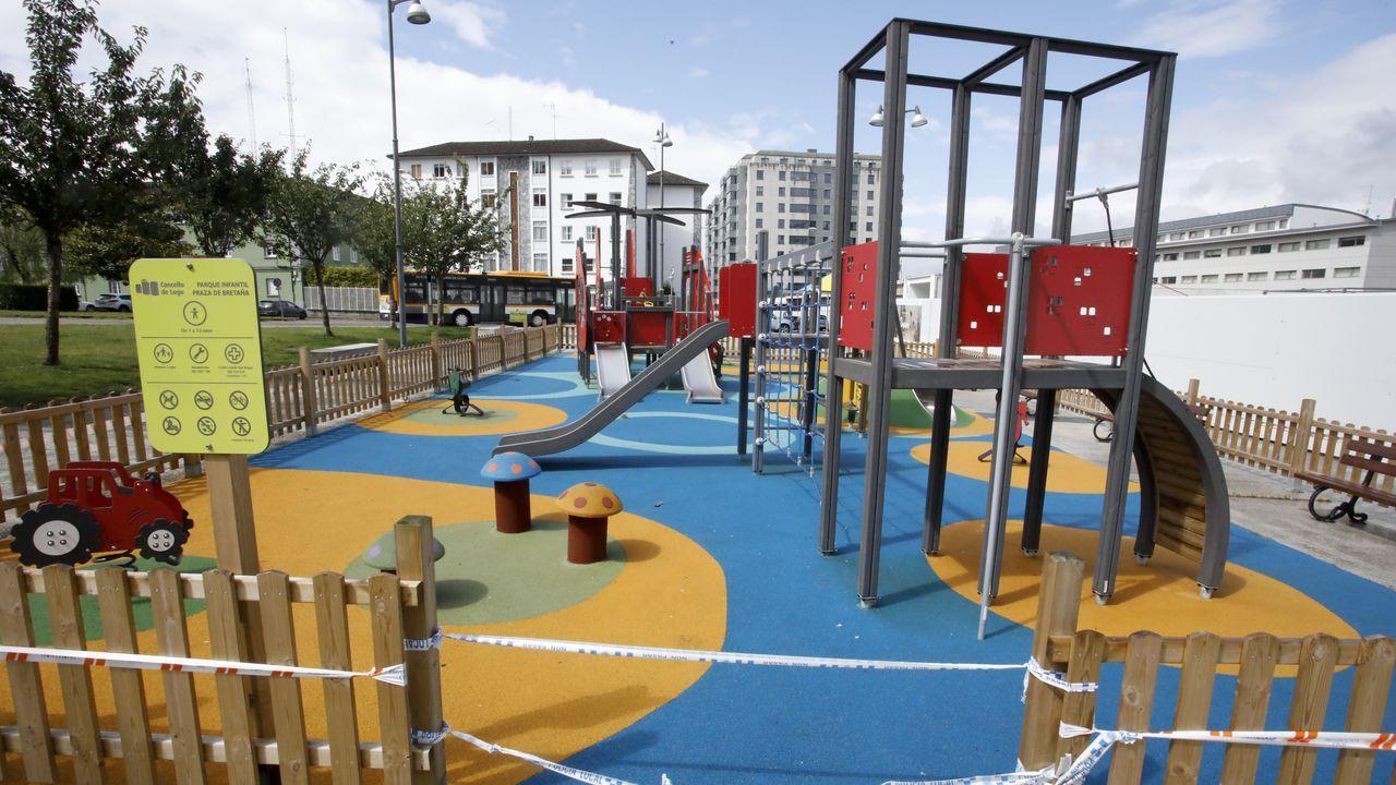 Así están los parques infantiles de Lugo en vísperas de su reapertura.Pleno telemático do Concello de Lugo