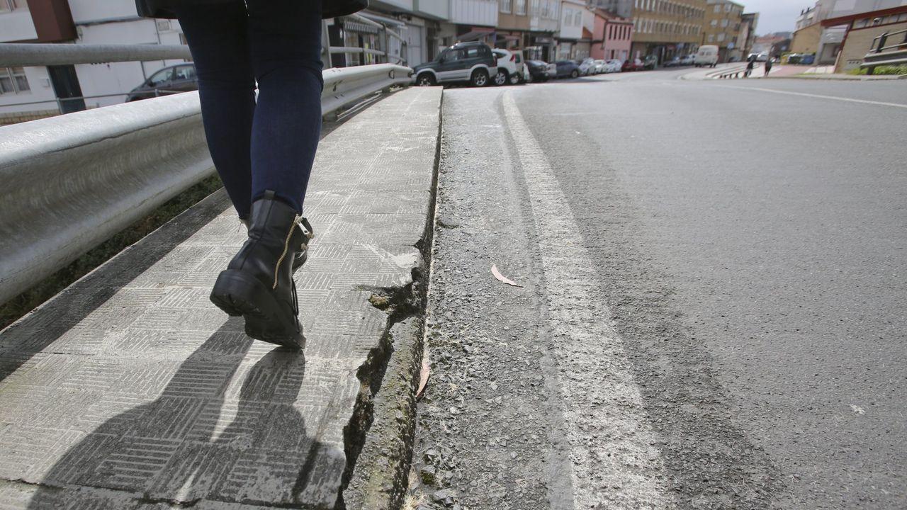 Uso de la tarjeta ciudadanaen un contenedor marrón en Gijón.Así quedó un vehículo siniestrado el sábado en Cabanas tras circular a 218 km/h por la AP-9