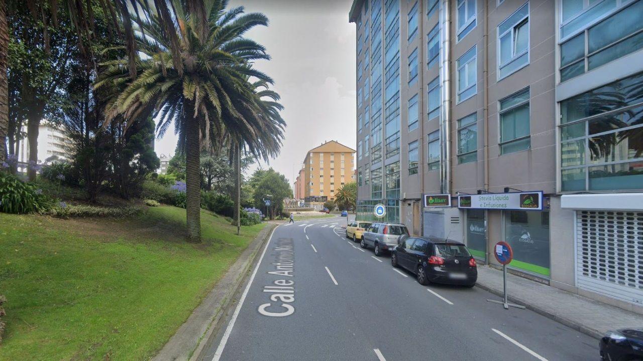 Tramo con paso de peatones en la calle Antonio Machado