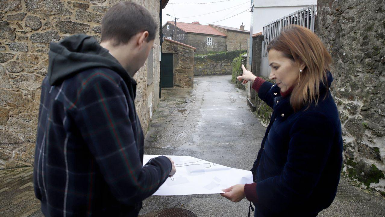 Las rebajas salen a la calle en Ribeira
