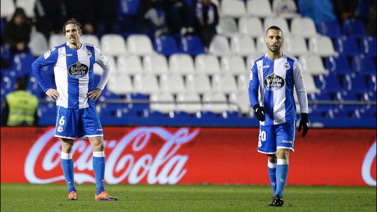 Las mejores imágenes del Dépor - Valencia.El fabrilista One y Schär ensayaron para actuar como pareja de centrales en el partido del domingo en el Bernabéu