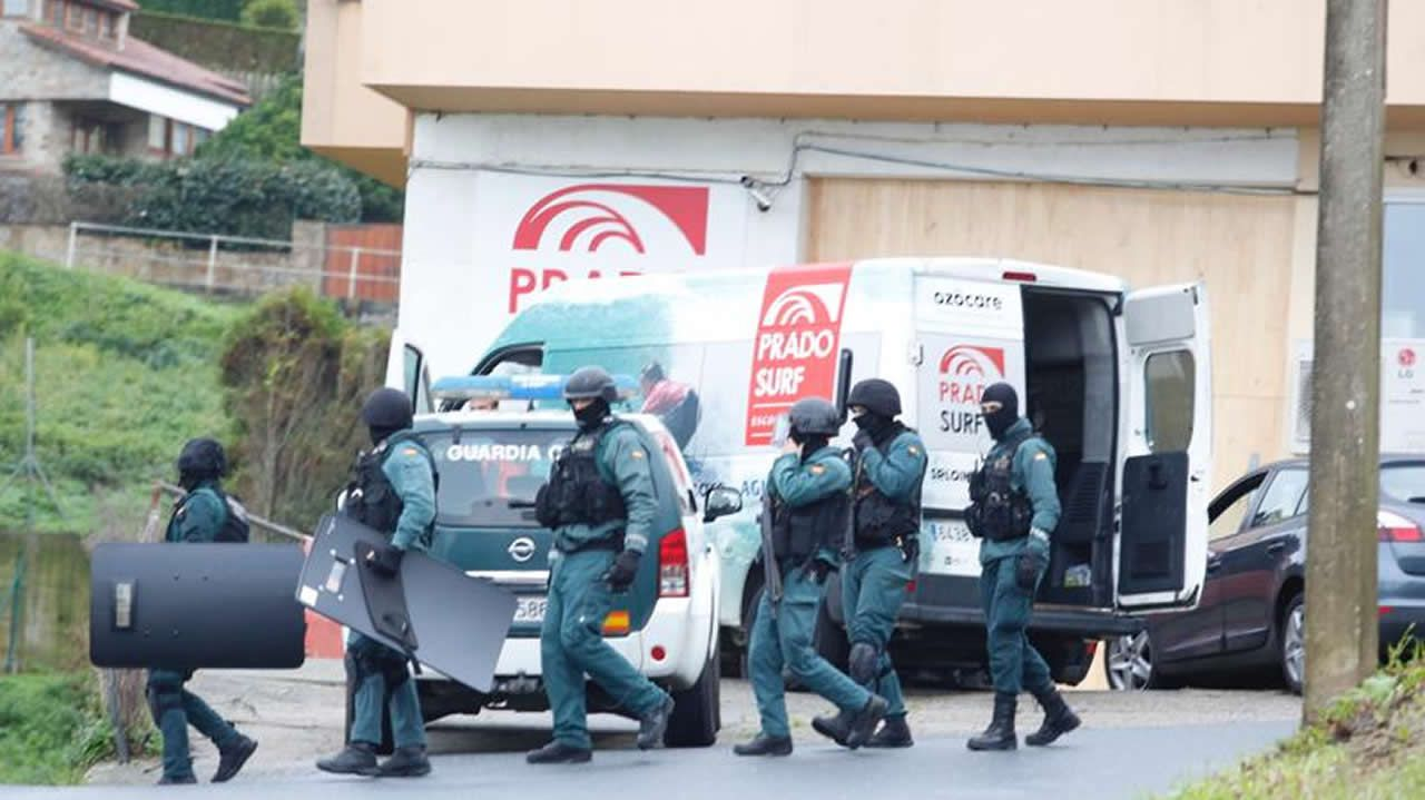 Dispositivo por el atrincheramiento de un hombre en Oleiros.Policia Local de A Coruña.