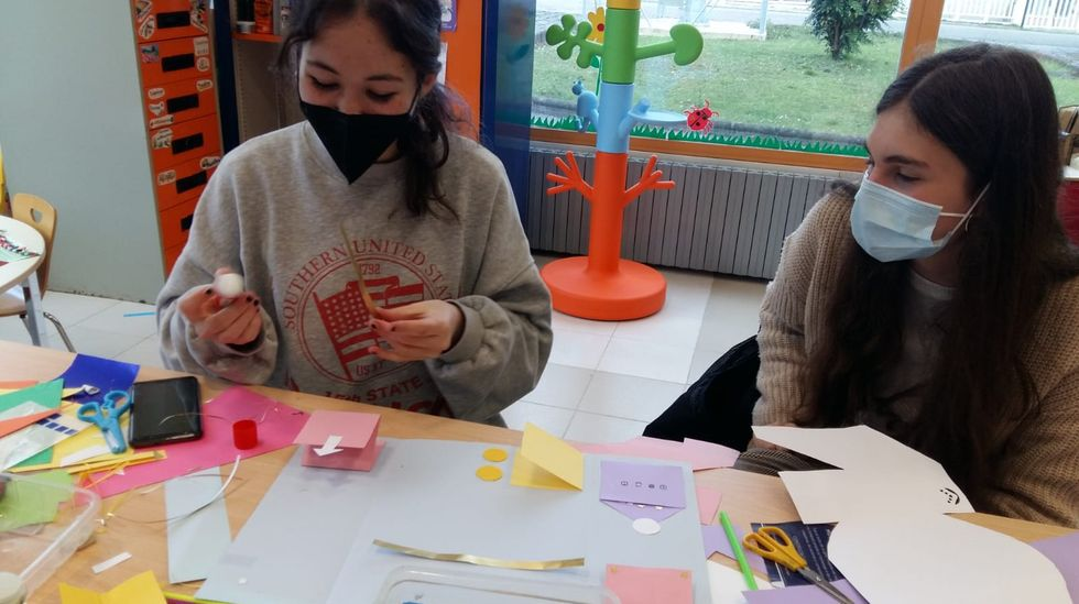 Un momento de los talleres organizados en Bóveda con motivo del día del libro