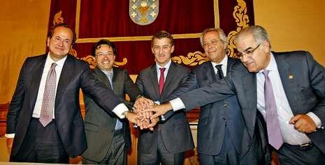 Así habló en inglés Ana Botella ante el COI.Revuelta, de Navantia, Carrera, de Pemex, Feijoo, Aguirre, de la SEPI, y García Costas, de Barreras, tras la firma del acuerdo.