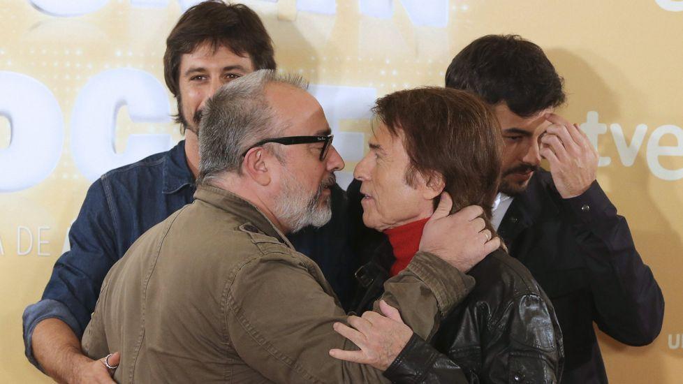 Blanca Suárez conversa con Santiago Segura y Raphael