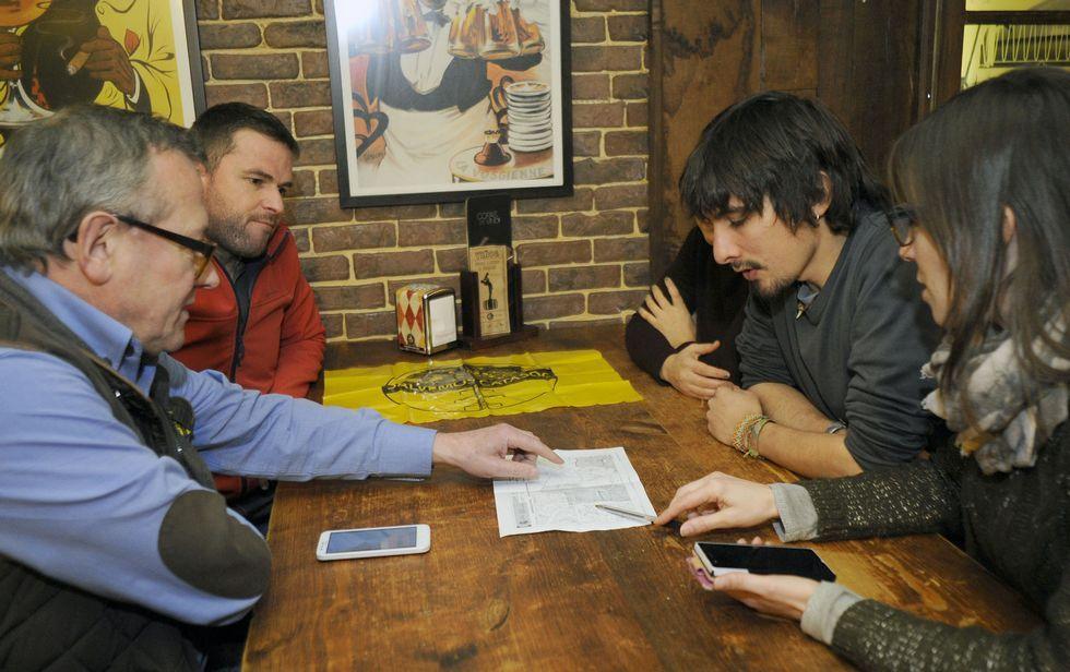 Integrantes de la plataforma Salvemos Catasós se reunieron ayer para analizar la situación.