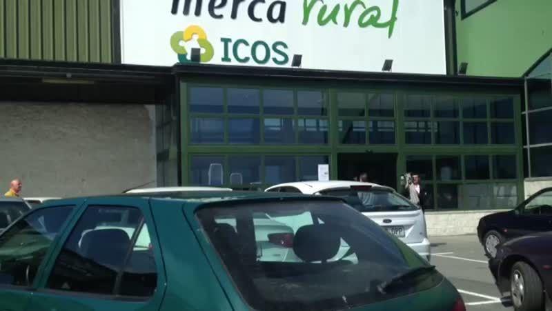 Inauguración de la tienda Mercarural en Chantada.Medio centenar de niños participaron en «Ponlle as pilas ao teu bocata» en el pabellón de Touro.