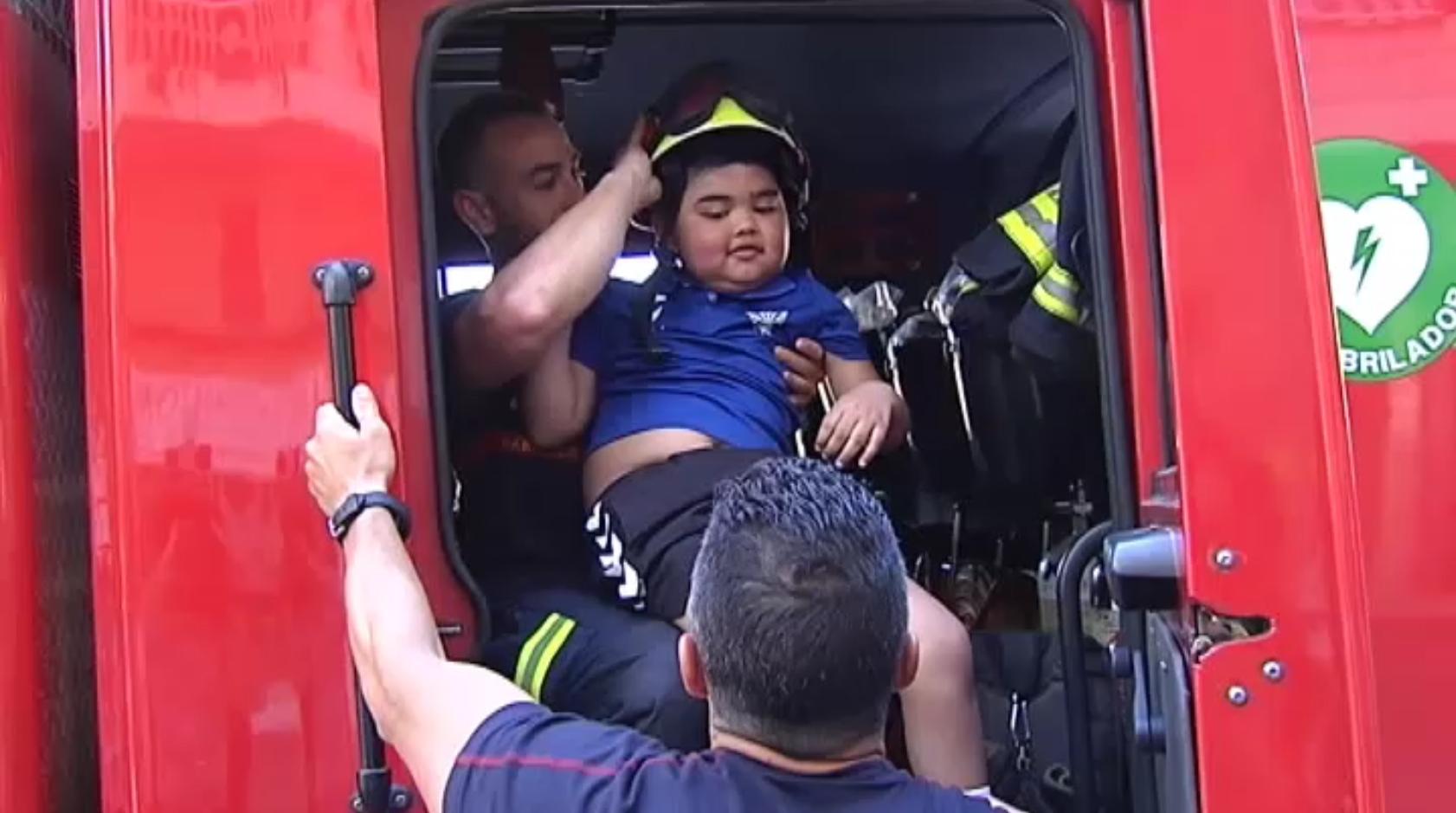 Los Bomberos de Marbella pagan el funeral del niño enfermo de cáncer al que ayudaban a ir al colegio