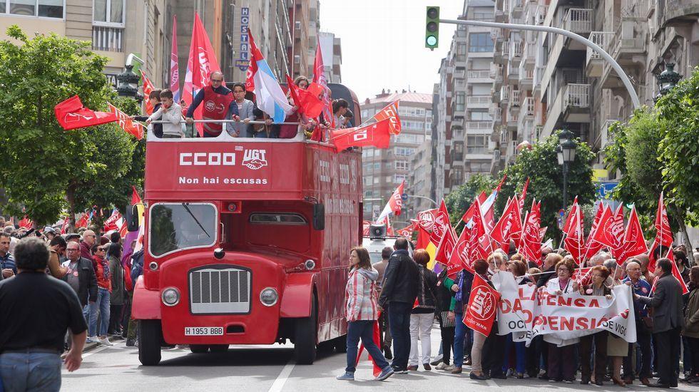 Manifestaron de CC. OO. Y UGT en el día del trabajo. Primero de maio.Protesta de los trabajadores de la fábrica de armas de Trubia