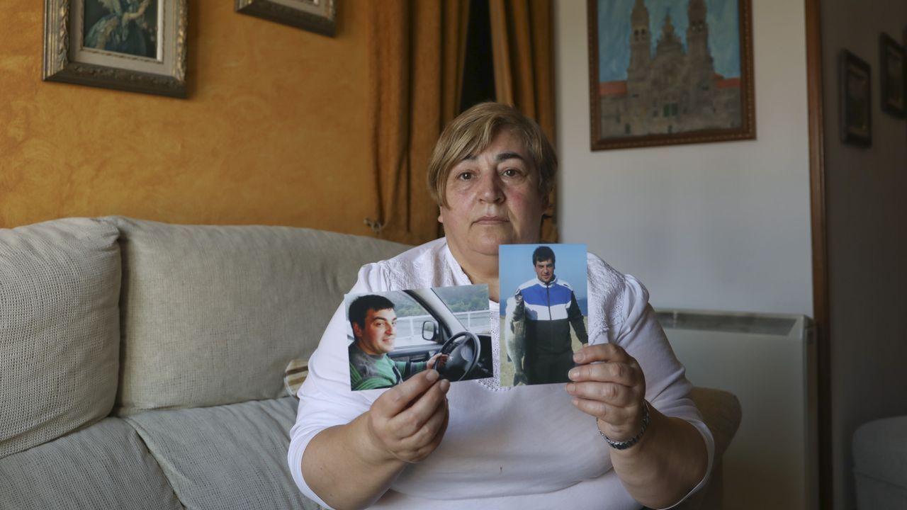 Omar Casal fue recibido por su familia con abrazos y pancarta de bienvenida