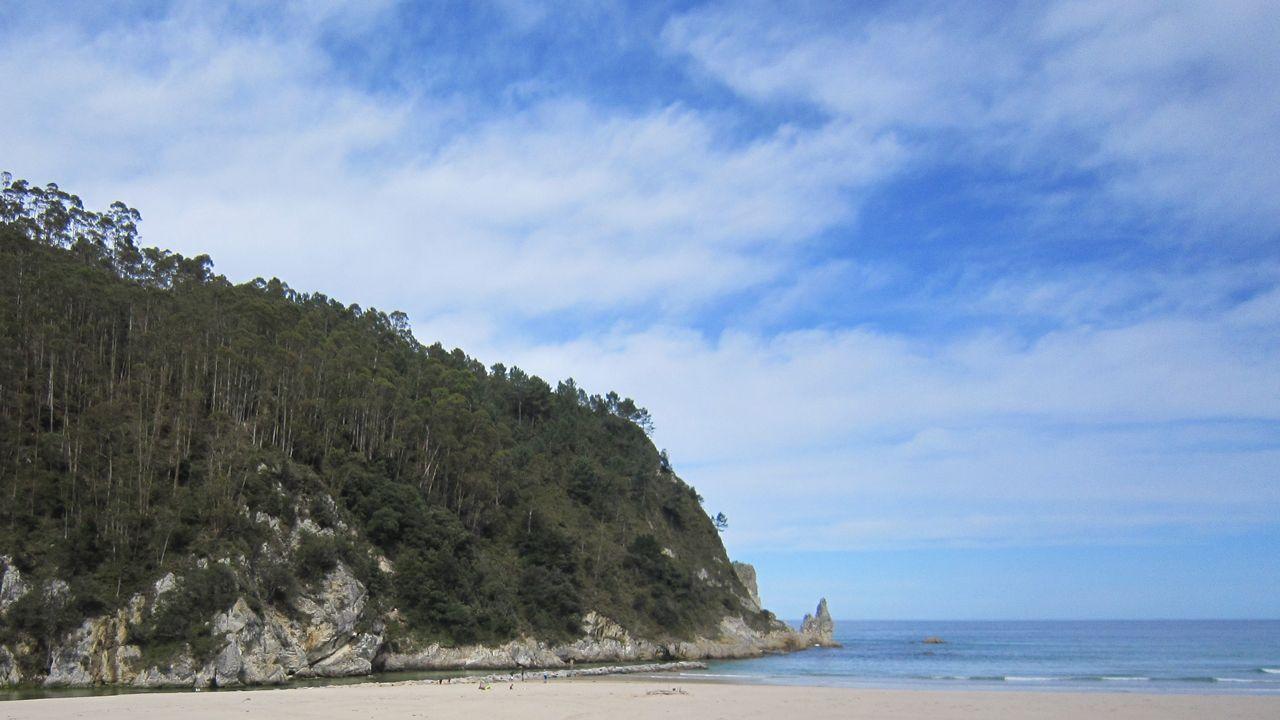 Medio Ambiente detona el problema de los vertidos industriales de Melide.Playa de la Franca, en Ribadedeva