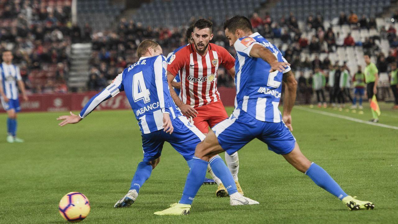 Bergantiños y Simón, en un lance del partido de la primera vuelta contra el Almería