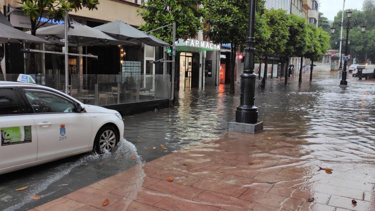 Inundación en la calle San Francisco de Oviedo