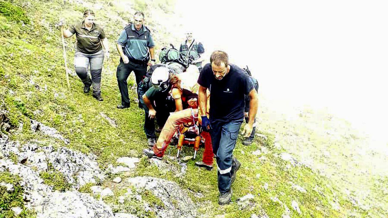 Rescate en Somiedo al varón que se despeñó 400 metros