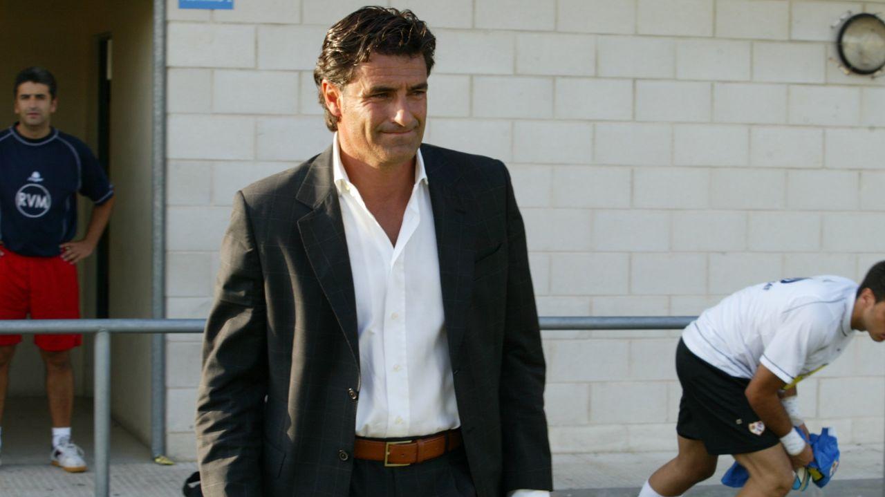 Aniversario futbolístico en Verín.Renato fue el autor del primero de los cuatros goles que marcó el Burela FS frente al Antequera
