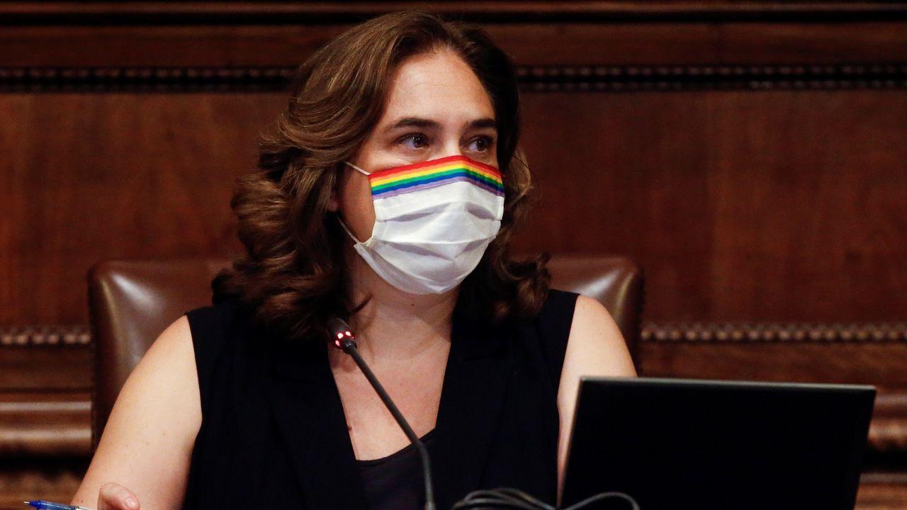 La alcaldesa de Barcelona, Ada Colau, en el pleno extraordinario del Ayuntamiento de Barcelona celebrado hoy