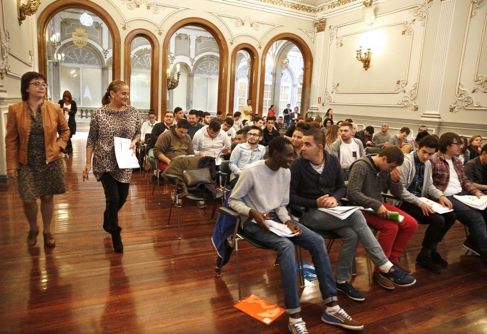Carmela Silva mantuvo ayer un encuentro con los primeros 41 estudiantes de Erasmus+.