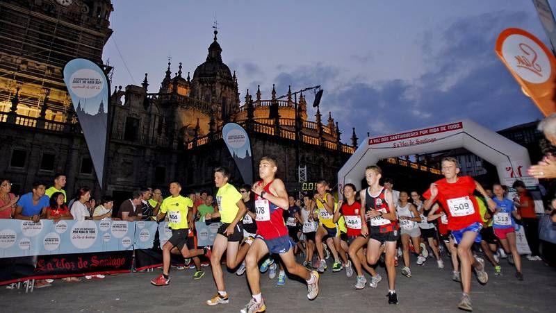 CorreSan nocturno en Santiago.En la prueba nocturna del año pasado llegaron a la meta más de seiscientos atletas, cifra que será muy superior este sábado.