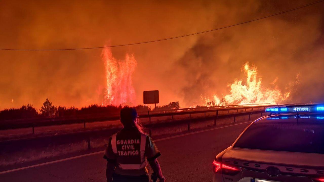 La Guardia Civil, desplegada en el fuego de Pentes, en A Gudiña
