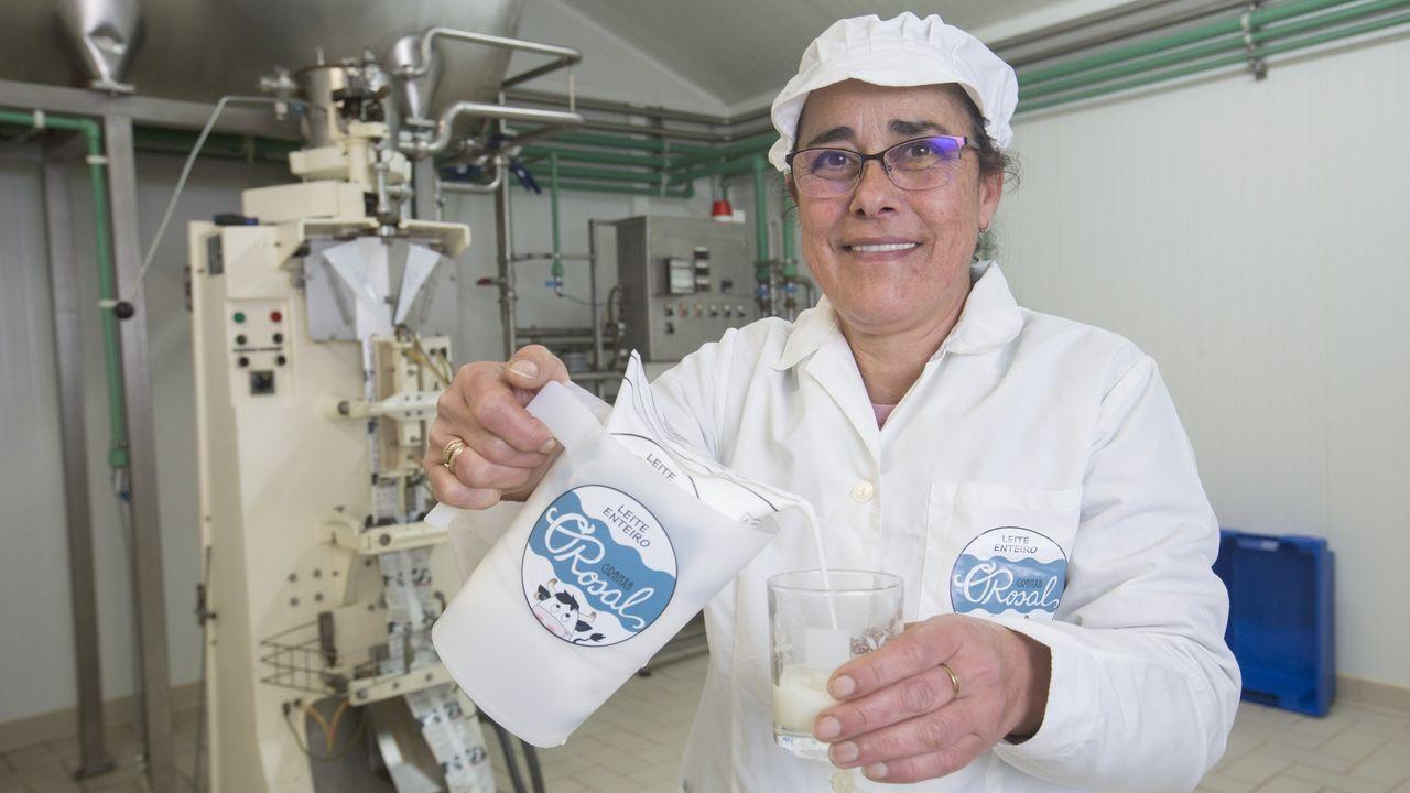 María Pilar Barrigón es la esposa de José Manuel Suárez y una de las principales responsables de la calidad del proceso de pasteurización. En está granja de unas 40 vacas también buscan que los partos sean en verano, que es cuando más venden, porque, curiosamente, cuando llegan los turistas la demanda se dispara