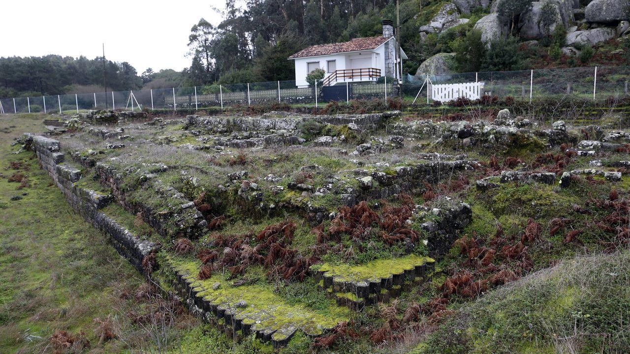 Ni un sitio libre en las terrazas.Imagen de la escuela infantil de la red Galiña Azul en Mera