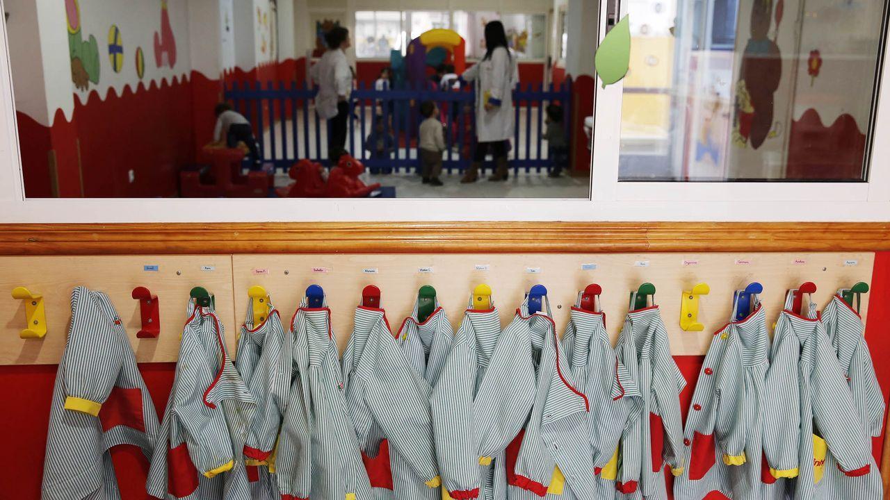 Los diputados gallegos que entran en el Congreso.Florentino diseña y fabrica ropa de caballero para un tipo de cliente medio-alto