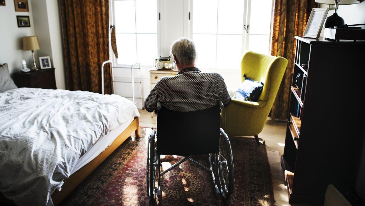 El 87% de fallecidos con coronavirus tiene más de 70 años.Chorny, Pizz y Lugones, en su casa de Ferrol