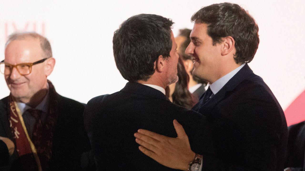La CUP anuncia una abstención que permitirá a Quim Torra ser elegido presidente de la Generalitat.Pedro Sánchez recibe el aplauso de los diputados socialistas