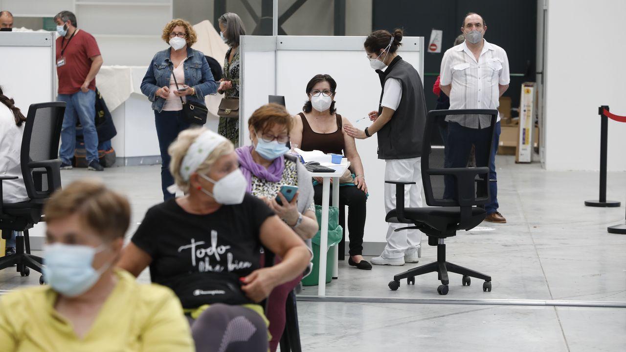 Vacunación masiva en Vigo.Uno de los laboratorios de microbiología de Vigo