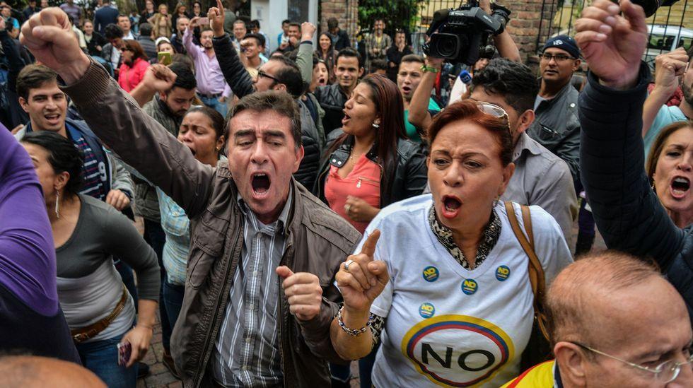 Los jóvenes americanos que viven en Galicia apuestan por Hillary.Los votantes del no tomaron las calles de las principales ciudades de Colombia para festejar la victoria en el plebisticio.