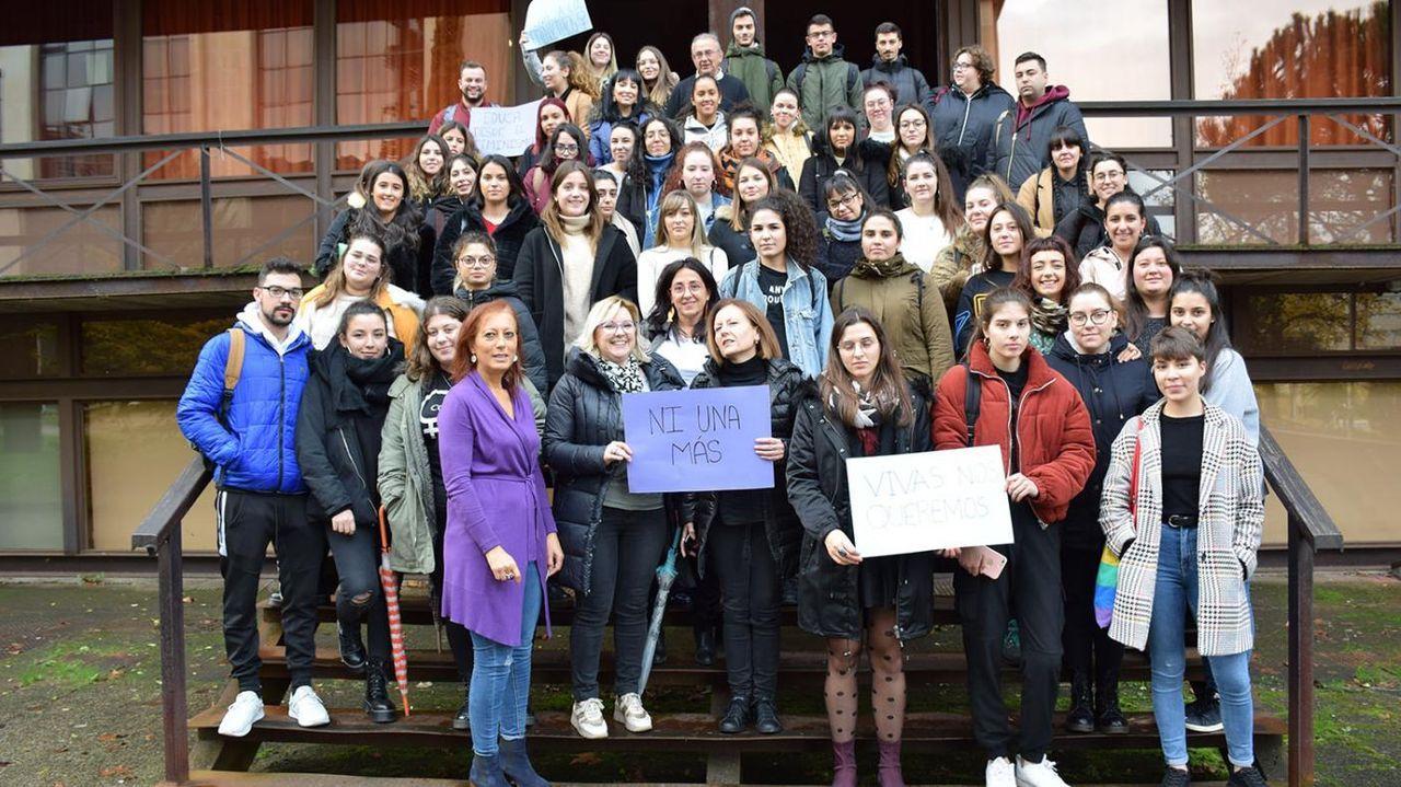 OURENSE CONTRA LA VIOLENCIA MACHISTA.Concentración Campus de Ourense