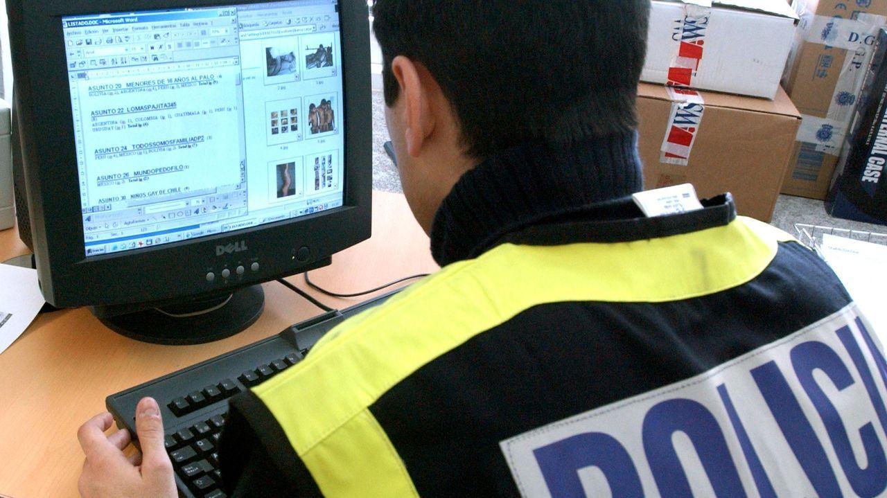 Un agente de la Policía Nacional del grupo especializado en delitos en la Red