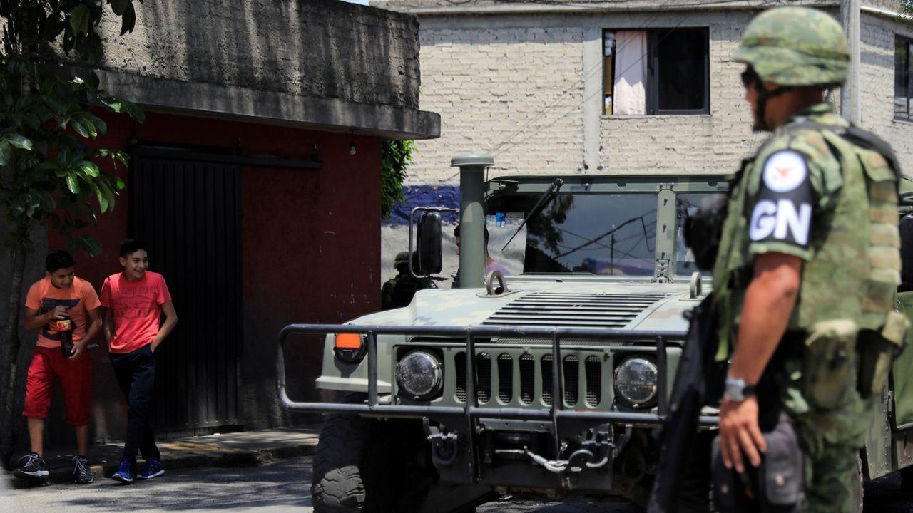 Efectivos de la recién creada Guardia Nacional patrullan por la Ciudad de México