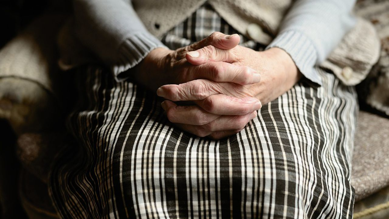 ancianos, anciana, mayores, centenarios.El Ejército de Tierra, en el HUCA