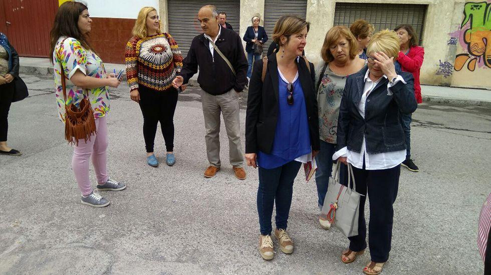 Así es uno de los aceleradores que donó Amancio Ortega a Galicia.La vicealcaldesa Ana Taboada y la concejala Andrea Álvarez con vecinos a solares abandonados en La Tenderina