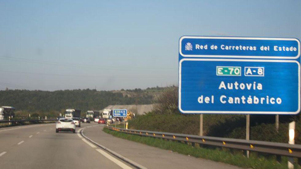 Tráfico, carreteras, señal.Autovía del cantábrico