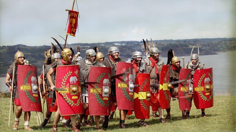 Rederas en Aguiño.Integrantes de Kérberos equipados con indumentarias de la legión romana