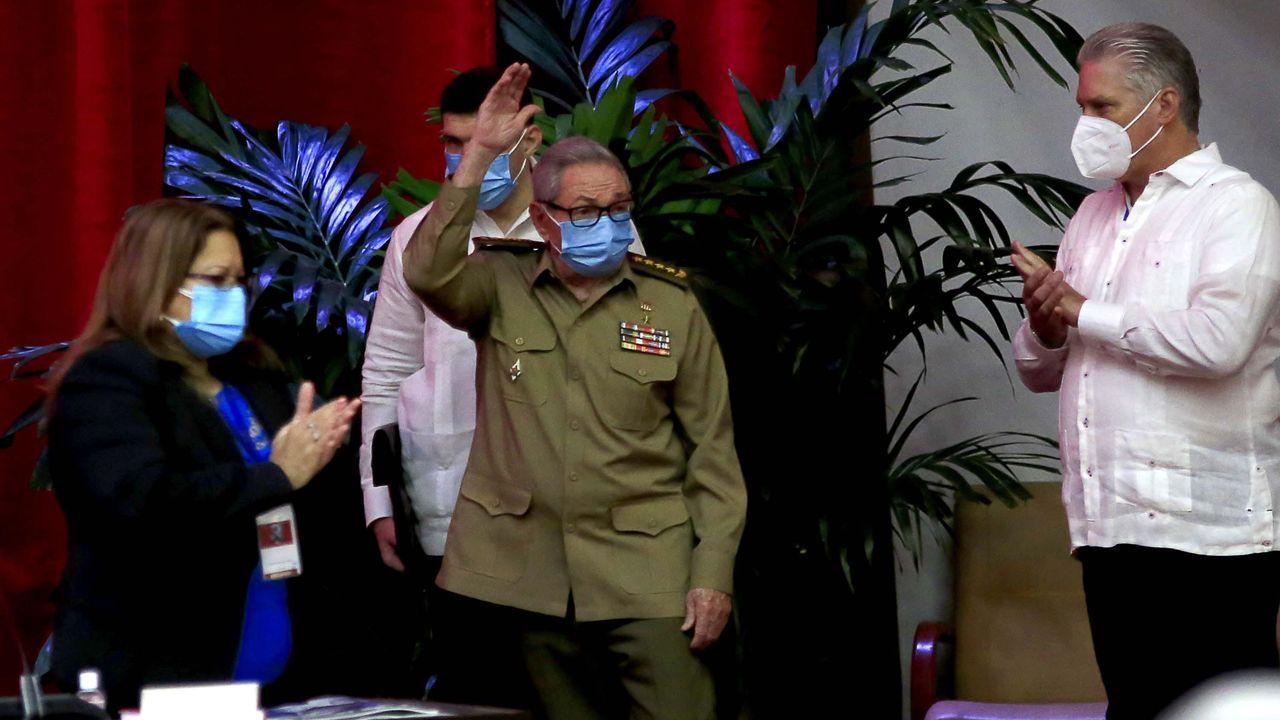 Raúl Castro, primer secretario del Comité Central del Partido Comunista de Cuba y Miguel Díaz Canel, presidente de la República, en La Habana