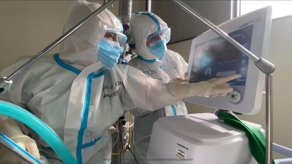 Suben los pacientes con covid ingresados en la uci del CHUO