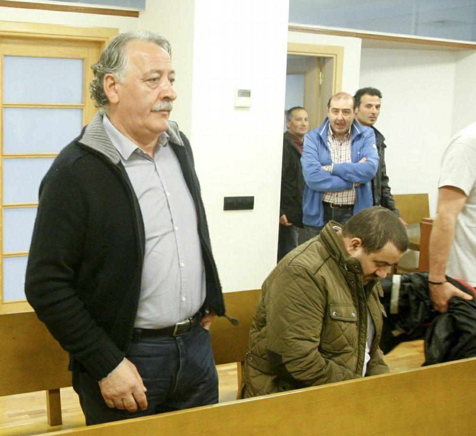 Eugenio Montero, de pie y Arcadio López, sentado.