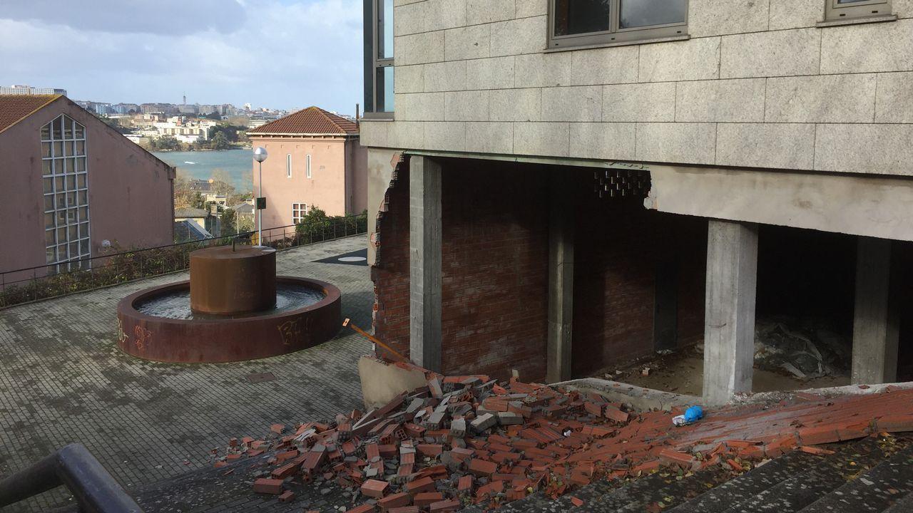 Muro caído en Perillo, Oleiros