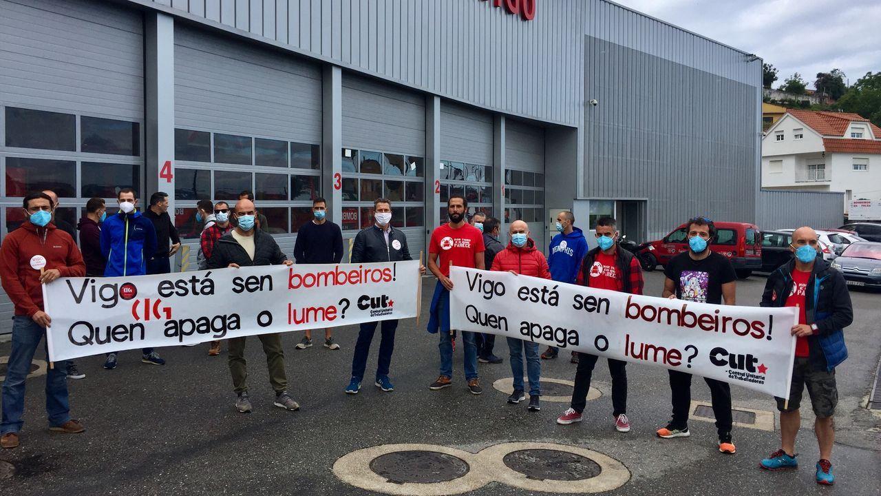 Los bomberos de Vigo, casi un año de protesta.Feijoo, en la rueda de prensa posterior al Consello de la Xunta