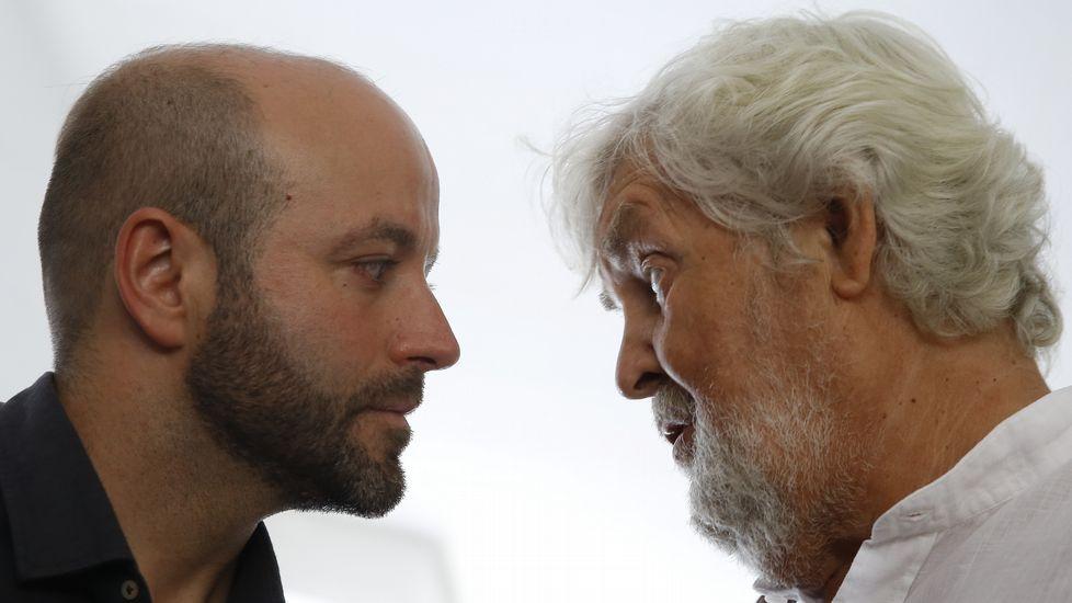 En Marea no cierra la puerta a Podemos.Encuentro de los candidatos de En Marea en Arzúa. Entre ellos, Xosé Zapata (de marrón), secretario general local