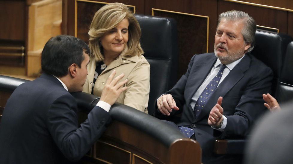 Un ramo de flores sobre el escaño de Rita Barberá en el Senado.Ayuntamiento de Gijón