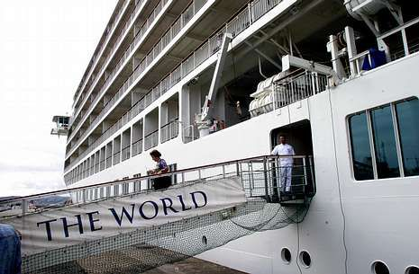 «The World» recaló por primera vez en A Coruña, en el 2004, con su exclusiva clientela.