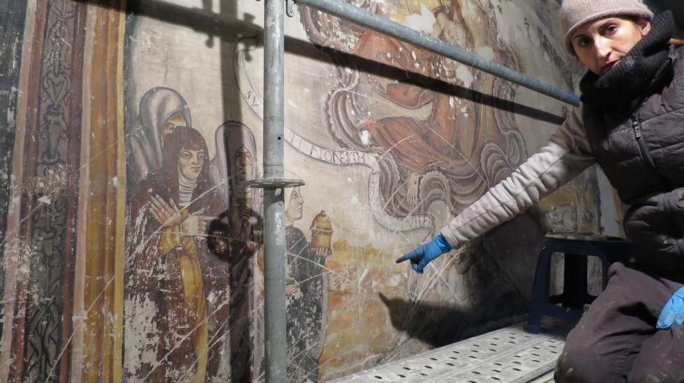 Nalgunhas partes dos murais poden verse as chamadas monteas, deseños trazados nas paredes polos mestres que dirixiron antigas obras de ampliación da igrexa. Os debuxos foron feitos sobre as camadas de cal que xa cubrían por entón as pinturas. Ao retirar o morteiro, as marcas quedaron visibles sobre os murais
