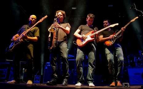 Rosa.Los coruñeses Brothers in Band recuerdan a Dire Straits.