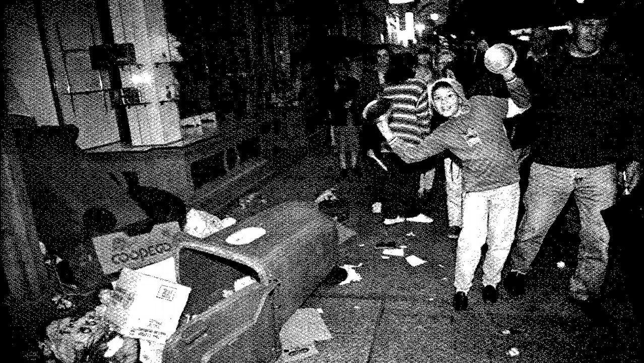 Búscate en la Carrerade la Mujerde A Coruña.Exposición en la Semana de Cine en el 2002