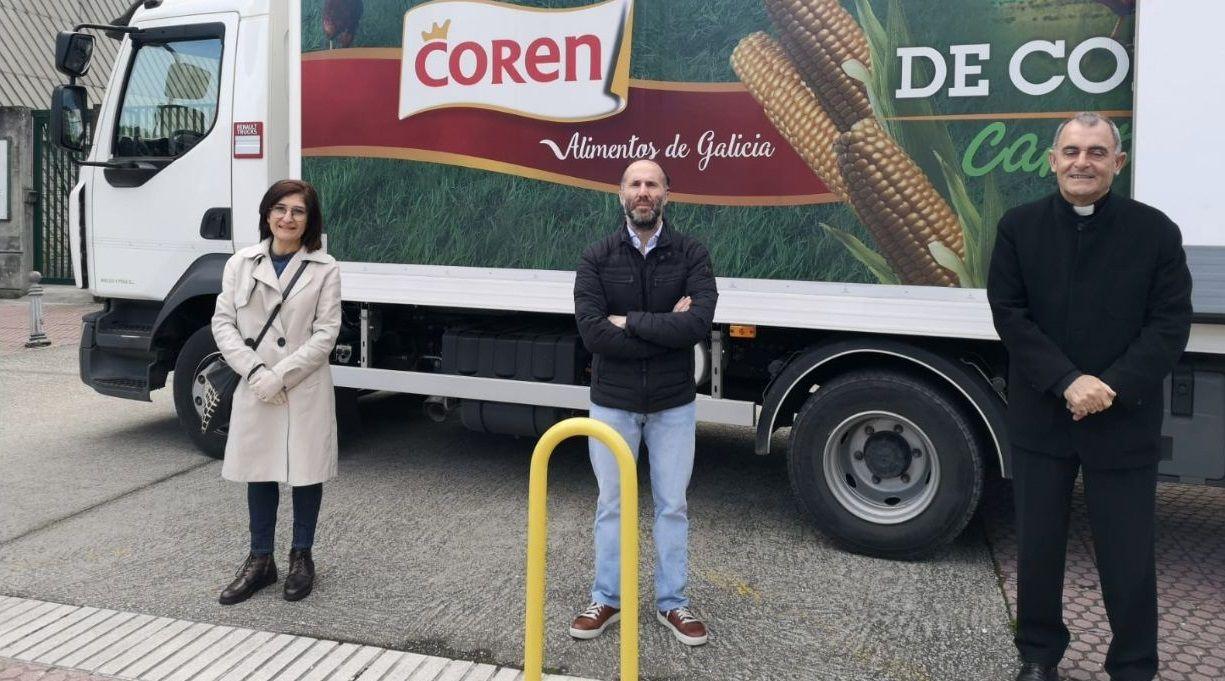 La concejala de Asuntos Sociales, Eugenia Díaz Abella, el alcalde de Ourense, Gonzalo Pérez Jácome, y el delegado de Cáritas, Ángel Feijoo Mirón